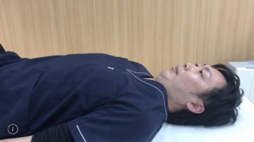 カールアップの動作~頭部編~|クリニックで予防医学の画像
