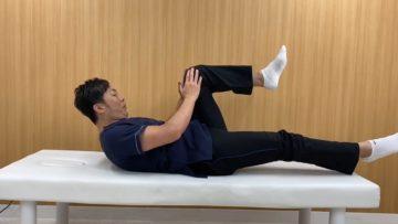 デスクワークで座っている事が多い方や立位時に骨盤が前傾しやすい方にお勧めのストレッチの画像