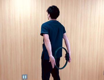 【動画付き】デスクワークの方にお勧めの肩甲骨や上肢のエクササイズ「ロングストレッチ」の画像